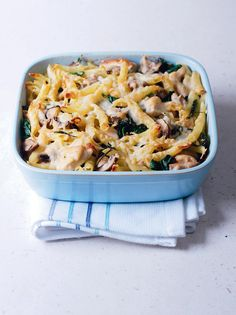 Chicken, mushroom and spinach pasta bake recipe. This chicken pasta dish is made by using a batch of the pre-prepared, frozen Creamy chicken recipe. Mushroom Pasta Bake, Spinach Pasta Bake, Chicken Pasta Bake, Baked Pasta Recipes, Chicken Pasta Recipes, Cooking Recipes, Recipe Pasta, Pasta Meals, Spinach Stuffed Mushrooms
