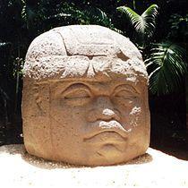 Cabeza colosal olmeca. La Venta,Villahermosa,Tabasco,México // Olmec colossal head.La Venta,Villahermosa,Tabasco,Mexico.