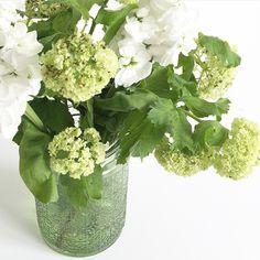 grüner Windlichthalter als Vase