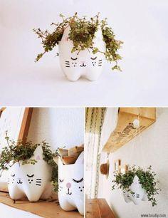 DIY Familial#9: le petit pot de plante en forme de chatAujourd'hui on vous propose un DIY vraiment adorable pour ne pas dire totalement kawaï, annonciateur de printemps. C'est sur le site d'Initiales GG que l'on est tombé dessus. L'idée est de customiser des bouteilles en plastique et de les transformer en porte-plante petit chat. Vous êtes emballée? Alors, c'est parti!Vous avez besoin:» D'une grande bouteille en ...