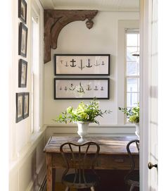 Large corbels are a great way to accent and anchor the corner of a room especially in rooms where crown molding is not used. Larger corbels can also be used to visually balance a room if the doors and windows are off center. Decor, House Styles, House Design, Sweet Home, Country Decor, Interior, Home Decor, House Interior, Corbels