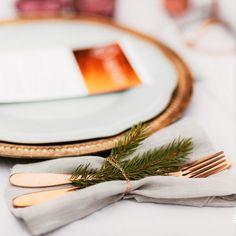 Aranjamente Florale pentru Nunti, buchete, decorațiuni. Calitate și creativitate pentru nunți și botezuri minunate! Suna-ma chiar acum! Floral Wedding, Wedding Flowers, Bucharest, Table Decorations, Ideas, Design, Thoughts, Dinner Table Decorations