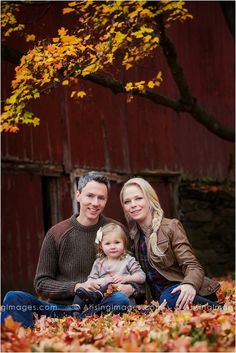 Beautiful fall family portrait in front of a barn. #fall #photoshoot #family