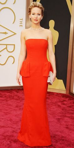 2014 Oscars Jennifer Lawrence in Christian Dior red strapless gown, Brian Atwood shoes, Ferragamo clutch handbag, and Neil Lane jewelry Jennifer Lawrence, Jennifer Garner, Oscar Dresses, Evening Dresses, Prom Dresses, Christian Dior, Oscars Red Carpet Dresses, Actrices Hollywood, Estilo Fashion