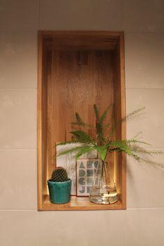 Eigen Huis en Tuin | Praxis. Een leuk vakje om spulletjes in te zetten. Dit kun je overal in huis maken. Dit voorbeeld komt uit een toilet.