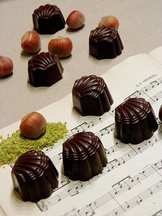 Mozart bonbon Like Chocolate, Chocolate Gifts, Mousse, Mozart, Lollipop Candy, Paleo, Dessert Recipes, Food And Drink, Homemade