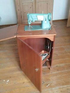 Sewing Machine Tables, Sewing Table, Silai Machine, Home Office Furniture Desk, Sewing Room Organization, Vintage Sewing Machines, Sewing Rooms, Tv Cabinets, Caravans