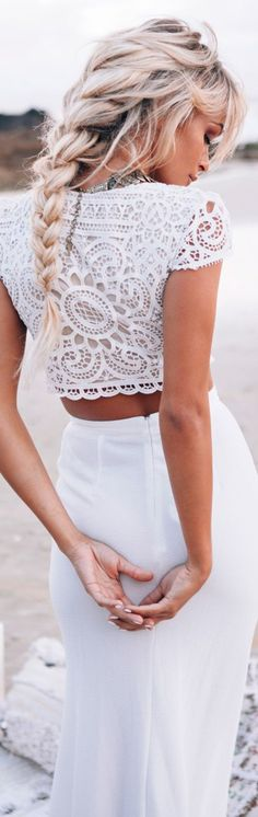 Boho Hairstyles with Braids – Bun Updos & Other Great New Stuff to Try Out Look Boheme total blanc. Jadore le crop top et la longue tresse epi.Look Boheme total blanc. Jadore le crop top et la longue tresse epi. Boho Summer Outfits, Boho Outfits, Stylish Outfits, Dress Outfits, Bohemian Hairstyles, Trendy Hairstyles, Wedding Hairstyles, Summer Hairstyles, Braided Hairstyles