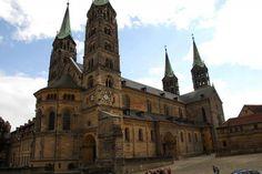 Catedral de Bamberg (Alemania) Edificación religiosa mezcla de los estilos románico y gótico, construída a partir del año 1004. Se le hicieron modificaciones hasta el siglo XV.