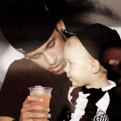 neymar and davi lucca Neymar Jr, World Cup 2014, Fifa World Cup, Inspirational Soccer Quotes, Daddy And Son, 22 Years Old, Soccer Players, Cute Babies, Hero