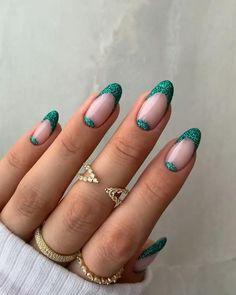 Almond Nails Designs Summer, Summer Gel Nails, Short Gel Nails, Spring Nails, Nail Design For Short Nails, Trendy Nail Art, Stylish Nails, Purple Glitter Nails, Green Glitter