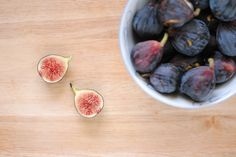 It happened last week, this time with figs. And this time I got two containers of them,knowingI would bake something amaaaazing with them. Thus, I refraine