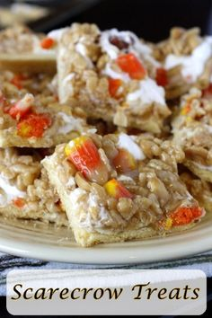 Candy Corn Scarecrow Treats - yummy fall treats made with candy corn! Christmas Desserts, Fun Desserts, Delicious Desserts, Yummy Food, Halloween Stuff, Halloween Cards, Halloween Treats, Fall Treats, Holiday Treats
