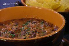 I fagioli alla messicana sono una zuppa di fagioli vegetariana molto gustosa, a base di fagioli rossi, dal sapore ricco e aromatico, a cui viene aggiunto il peperoncino a seconda del gusto personale. Se non vi piace potete anche farla non piccante.