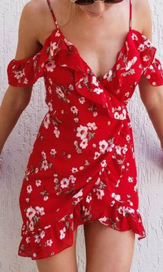 This red wrap dress is the dress of my dream. So pretty