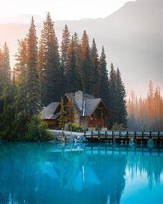 The perfect getaway to Emerald Lake. Photo by 🌲 To book a stay in North Bend, Washington click the logo or link in… Yoho National Park, Parc National, National Parks, Camping 3, Emerald Lake, The Perfect Getaway, Destination Voyage, Seen, Travel And Leisure