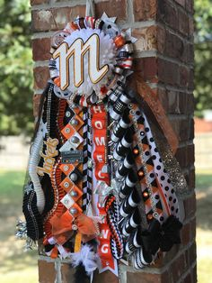 Unique Homecoming Mums, Texas Homecoming Mums, Homecoming Ideas, Homecoming Garter, Homecoming Week, Prom, Floral Design Classes, Ribbon Braids, Single Mum