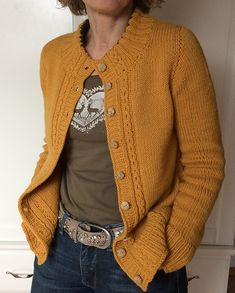 Ravelry: Aileas pattern by Isabell Kraemer Ravelry: Aileas pattern by Isabell Kraemer Ladies Cardigan Knitting Patterns, Cardigan Pattern, Knitting Patterns Free, Knit Patterns, Knitting Tutorials, Knitting Projects, Stitch Patterns, Vogue Knitting, Hand Knitting