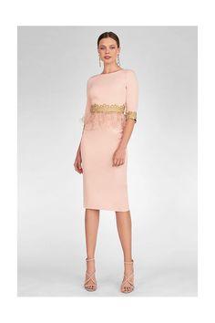 Vestido MARIA LAGO Plumas SIBA Dressy Dresses, Short Dresses, Dresses For Work, Couture Fashion, Fashion Beauty, Womens Fashion, Mom Dress, Mother Of The Bride, Fashion Dresses