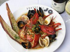 Буйабес — суп из нескольких видов рыбы и морепродуктов. Блюдо родом из Прованса. (Colonnade Boston)