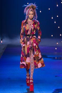 Marc Jacobs Spring 2017 Ready-to-Wear Fashion Show - Gigi Hadid #springstyle #marcjacobs