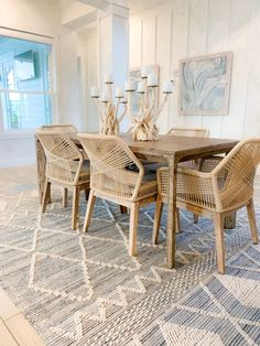 Beach Walk House Tour - Coastal Chic Design and Decor Ideas - Dining Area beach house decor Beach Walk House Tour - Coastal Chic Decor Ideas - Beach Life Bliss Beach House Dining Room, House Interior, Chic Beach House, Beach House Tour, Modern Beach House, Home, Interior, Chic Decor, Home Decor