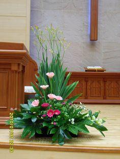 Easter Flower Arrangements, Beautiful Flower Arrangements, Floral Arrangements, Beautiful Flowers, Altar Flowers, Church Flowers, Funeral Flowers, Church Altar Decorations, Arte Floral