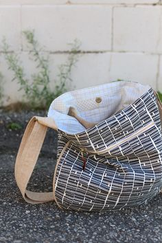 If you've been searching for the perfect purse pattern, look no further than this Happy Trails Tote Pattern. This free bag pattern is the perfect size for holding all of your essentials and even a little extra. Great as a shoulder bag or a cross-body
