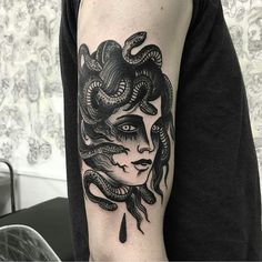Black and White Medusa Tattoo. The black and white tattoos are always in fashion. That's why I have added the Medusa Black and White too in the collection. If you are a fan of art, this one is made for you. Head Tattoos, Rose Tattoos, Black Tattoos, Body Art Tattoos, Sleeve Tattoos, Tattoo Art, Tatoos, Medusa Tattoo Design, Tattoo Designs
