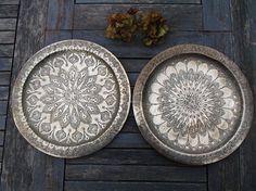 paire de plateaux du Maroc ou plats en cuivre jaune