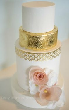 Classic gold leaf with wafer paper flowers - by Stevinix @ CakesDecor.com - cake decorating website