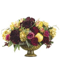 flower arrangements centerpieces | Centerpiece flower arrangement made from roses, fruit and hydrangea