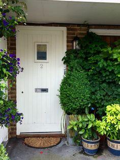 The best front garden ideas - smart, easy and cheap - The Middle-Sized Garden Backyard Garden Landscape, Small Backyard Gardens, Large Backyard, Balcony Garden, Garden Planters, Rustic Backyard, Modern Backyard, Garden Ideas To Make, Easy Garden
