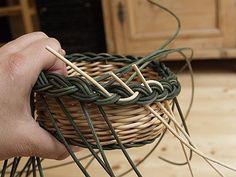Obrazek Paper Basket Weaving, Rattan, Coloring Pages, Handmade, Matisse, Newspaper, Hampers, Wicker, Cornrows