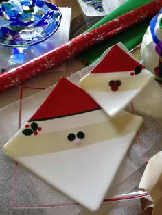 Platter and Plate. I made this for my manager at work. Fused Glass Ornaments, Fused Glass Plates, Fused Glass Art, Glass Dishes, Glass Christmas Decorations, Christmas Plates, Glass Christmas Ornaments, Snowman Ornaments, Christmas Tree