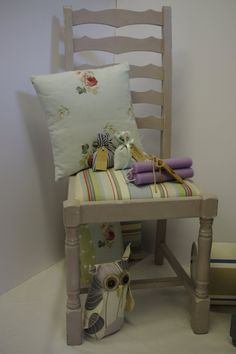 Chair seat done with Monaco fabric by Annie Sloan. Sewn by Patricia Mellett.