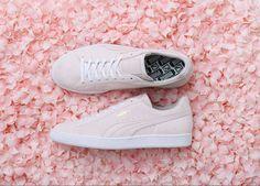 Ein Bett aus Kirschblütenblättern hätten wir auch gern. Besonders, wenn der Puma Suede Sakura mit von der Partie ist. Der ist nämlich rosaroter Mädchentraum