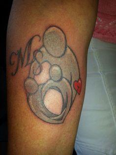 Mijn nieuwe tattoo. Moeder met twee zonen. Initialen van mijn kids en hartje voor de liefde waarmee ik hun omarm.