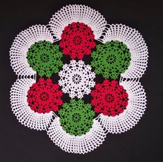 Christmas Crochet Patterns, Holiday Crochet, Crochet Doily Patterns, Crochet Home, Crochet Doilies, Free Crochet, Green Tablecloth, Crochet Tablecloth, Crochet Ripple Blanket