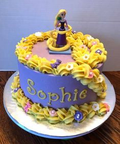 Fell in Love with these Beautiful Princess Birthday Party Ideas for Busy Moms Rapunzel Torte, Rapunzel Cupcakes, Bolo Rapunzel, Rapunzel Cake Ideas, Tangled Birthday, Birthday Cake Girls, Princess Birthday, 5th Birthday, Disney Cakes Easy