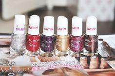 Beauty blogger & vlogger Sanna-Emilia (http://sanna-emilia.blogspot.fi) photographed the Lumene Gel Effect nail polish party collection in brilliant satin and sparkling shades. #party #lumene