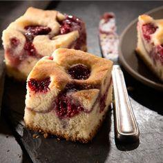 Met dit Wilton recept kun je eenvoudig een heerlijke frambozen cream cheese cake maken! Het enige wat je hoeft te doen is het beslag te maken, de cake te bakken en te genieten!