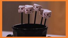 Para festa inspirada em Star Wars: decore o marshmallow com chocolate derretido. <3