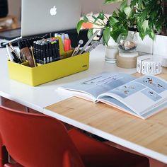 Los chicos de @thesuperfauna si que saben afrontar los lunes de forma creativa!  ✂️ Toolbox diseño de Arik Levy para @vitra es la pieza ideal para guardar materiales de trabajo, accesorios y objetos privados de forma sencilla, limpia y decorativa  • • • #DomésticoShop #design #interiordesign #diseño #diseñointerior #love #pursuepretty #interiorarchitecture #happy #theartofslowliving #vogueliving #seekthesimplicity #homestyle #darlingmovement #cute #theartofrefinedliving #inspiremyins...