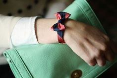 bow tie bracelet. couldn't be too hard :)