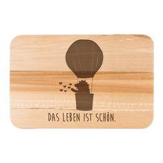 """Frühstücksbrett Igel im Heißluftballon aus Birkenholz  natur - Das Original von Mr. & Mrs. Panda.  Ein wunderschönes Holz Frühstücksbrett von Mr.&Mrs. Panda aus edler und naturbelassener Birke in den Maßen 22 cm x 14 cm.    Über unser Motiv Igel im Heißluftballon  Ein kleiner Igel fliegt im Heißluftballon hoch oben im Himmel der Sonne entgegen...und wirft viele kleinen Herzen auf die Welt.  """"Liebe das Leben und das Leben liebt dich!""""  Frei nach diesem Motto haben wir den Igel im…"""