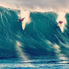 Kelly Slater and Reef McIntosh sharing one at The Bay in 2009. Both are invited to this season's Eddie. For the other 26 invitees visit quiksilver.com/eddie #eddiewouldgo #surf Photo: @zaknoyle
