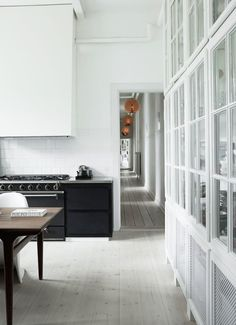 Kitchens that Get Black & White Just Right | Apartment Therapy