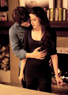 """cullencircus: """" New/Old Edward and Bella Still from Breaking Dawn part 2 """" Twilight Bella And Edward, Twilight Saga Series, Twilight Breaking Dawn, Twilight Cast, Breaking Dawn Part 2, Twilight New Moon, Edward Bella, Twilight Series, Twilight Movie"""