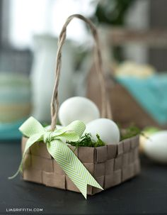 This woven paper basket with Easter grass is a great place to keep your sweets and treats. We've included instructions for both the basket and Easter grass. Easter Crafts, Holiday Crafts, Homemade Easter Baskets, Paper Grocery Bags, Free Printable Stationery, Easter Parade, Paper Basket, Easter Holidays, Deco Table